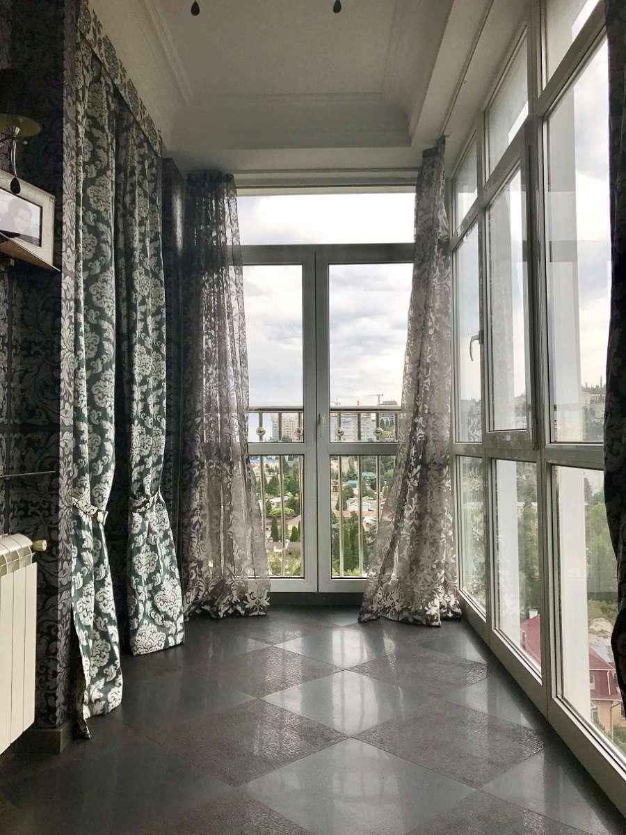Двухкомнатная квартира с ремонтом в центре города. 1