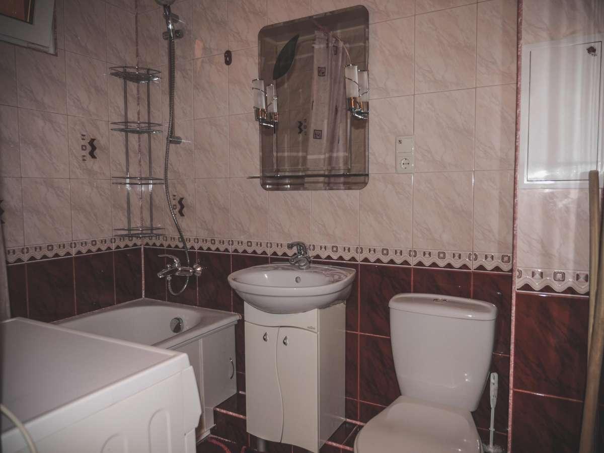 Уютная трехкомнатная квартира с ремонтом в жилом районе. 1