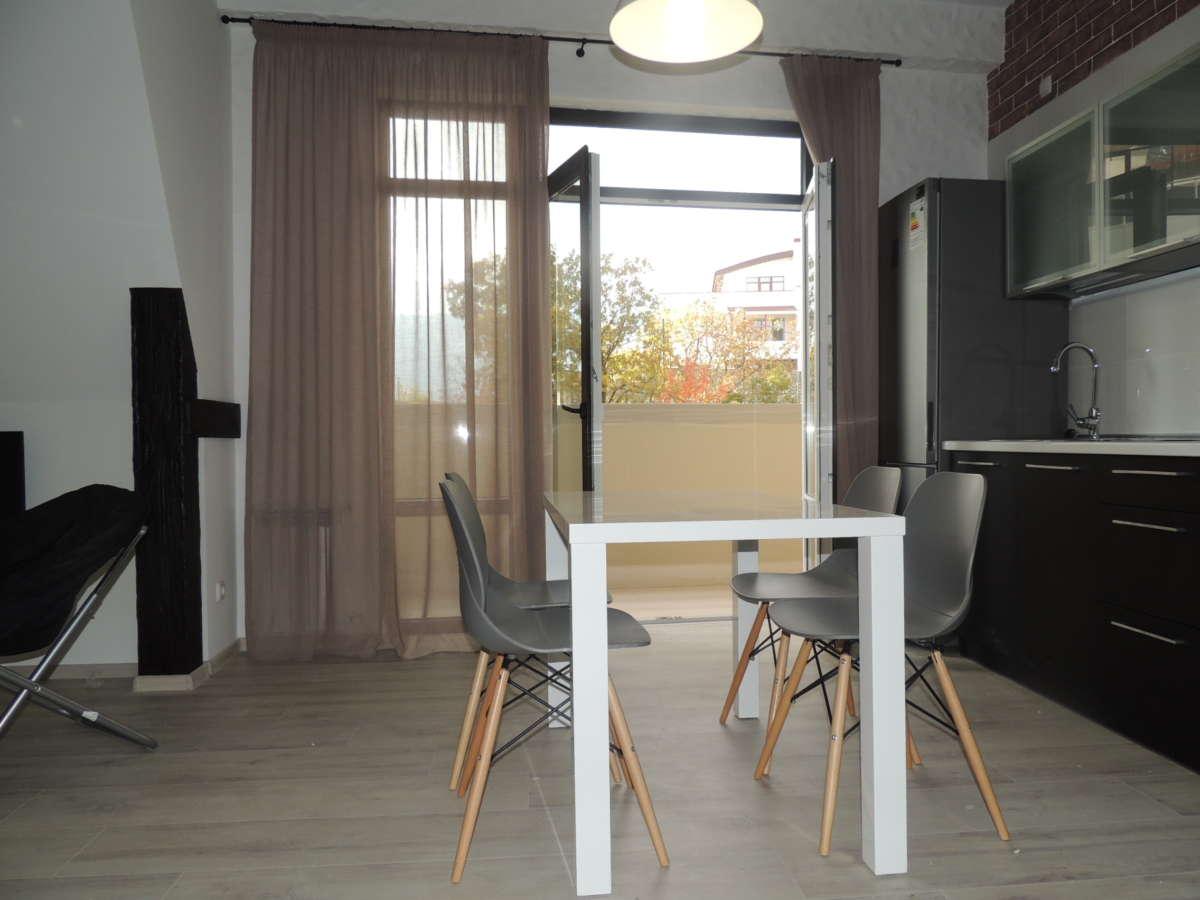 Двухкомнатная квартира с дизайнерским ремонтом 3