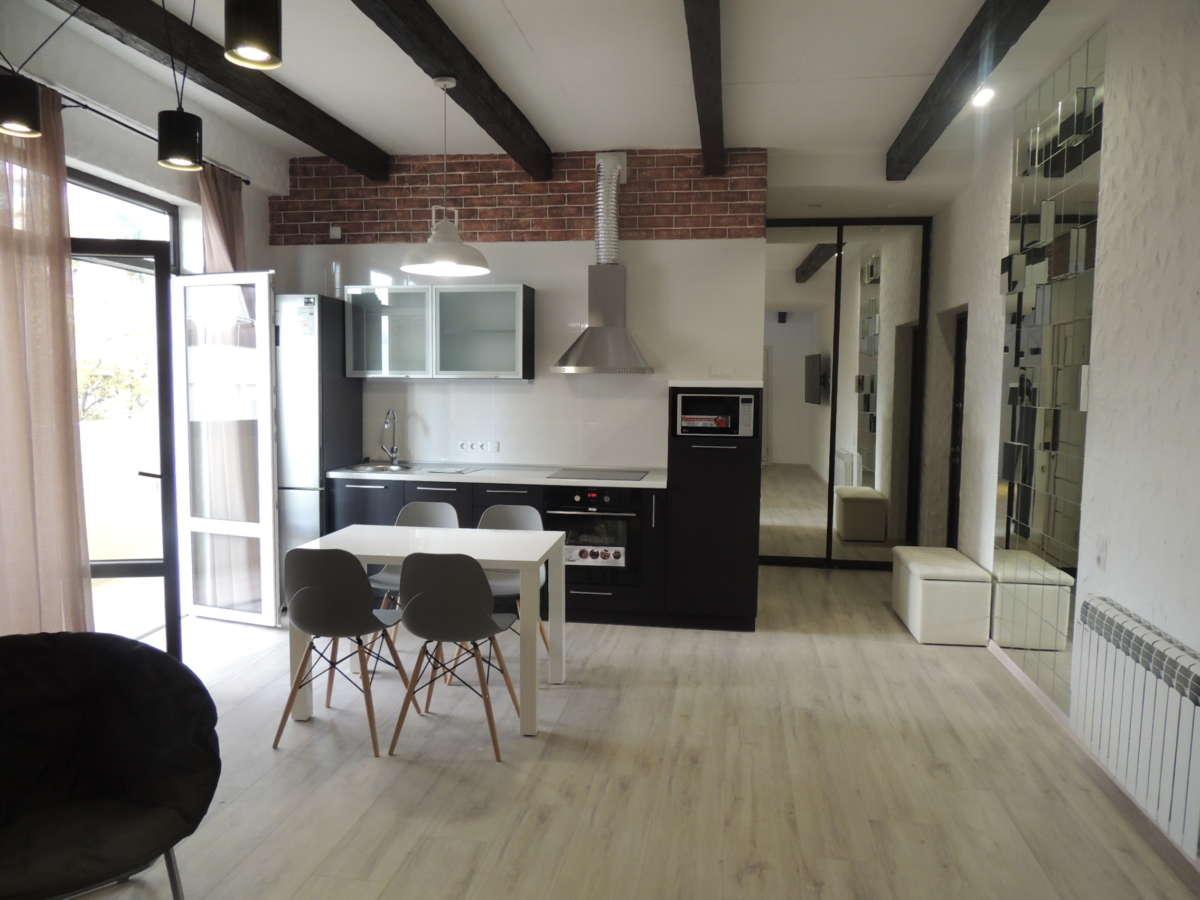 Двухкомнатная квартира с дизайнерским ремонтом 1