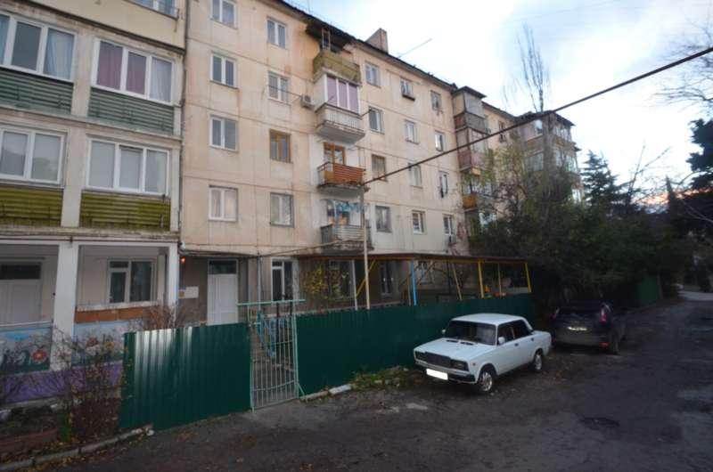 Двухкомнатная квартира в жилом районе. 8