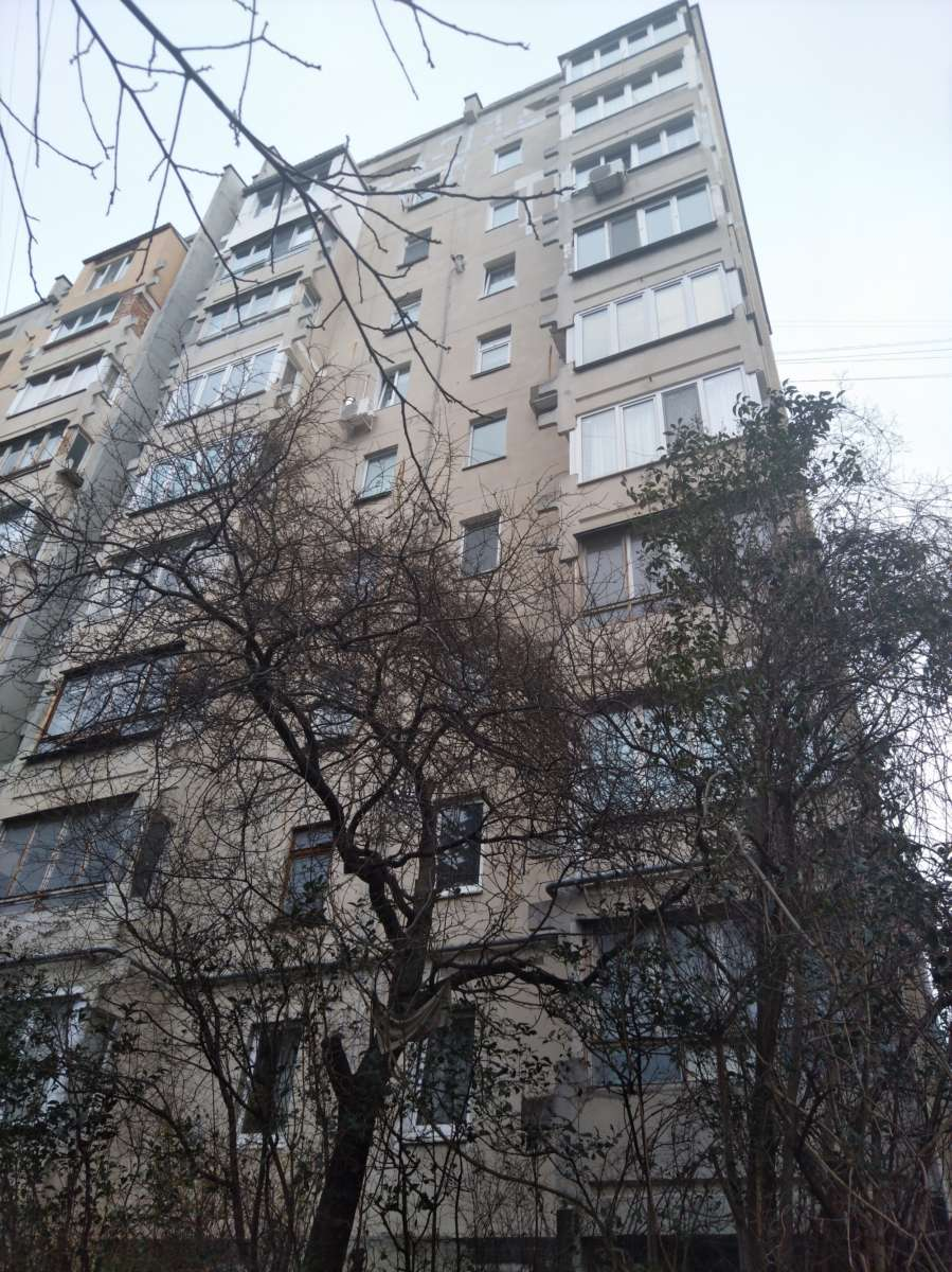 Двухкомнатная квартира 135 серии у жилом районе Ялты. 7