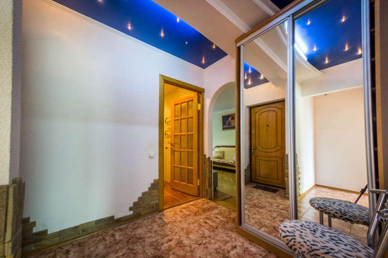 Трехкомнатная квартира с современным ремонтом в Ялте. 3