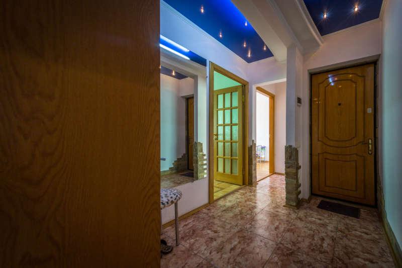 Трехкомнатная квартира с современным ремонтом в Ялте. 4