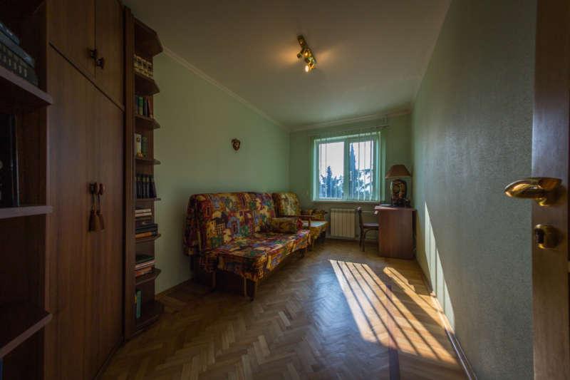 Трехкомнатная квартира с современным ремонтом в Ялте. 5