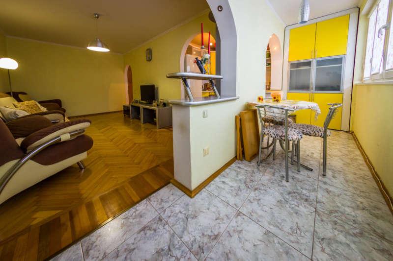 Трехкомнатная квартира с современным ремонтом в Ялте. 10