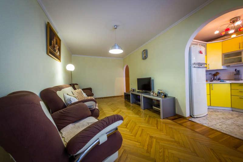 Трехкомнатная квартира с современным ремонтом в Ялте. 12