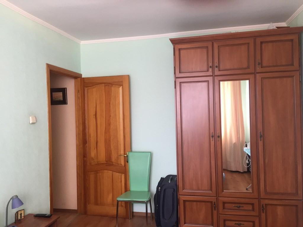 Трехкомнатная видовая квартира в жилом районе Ялты. 3