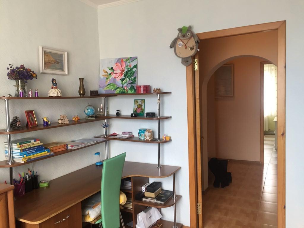 Трехкомнатная видовая квартира в жилом районе Ялты. 6