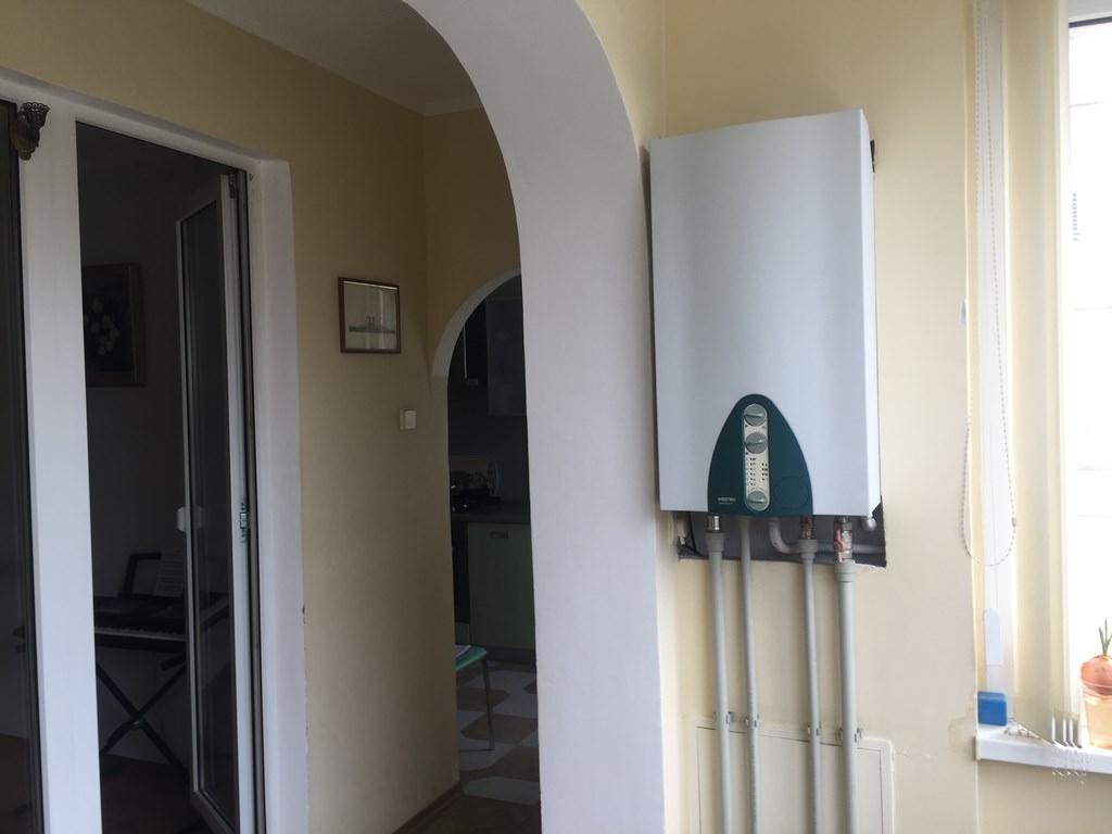 Трехкомнатная видовая квартира в жилом районе Ялты. 12