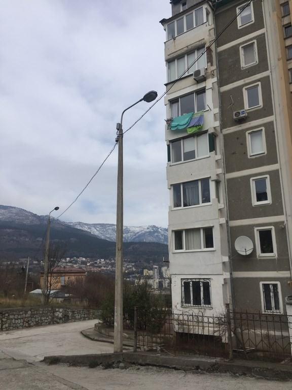 Трехкомнатная видовая квартира в жилом районе Ялты. 15