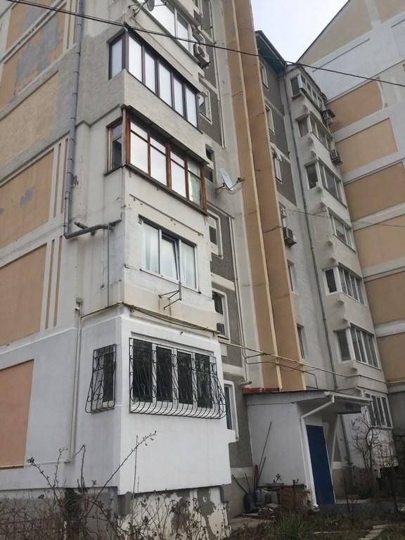 Трехкомнатная видовая квартира в жилом районе Ялты. 16