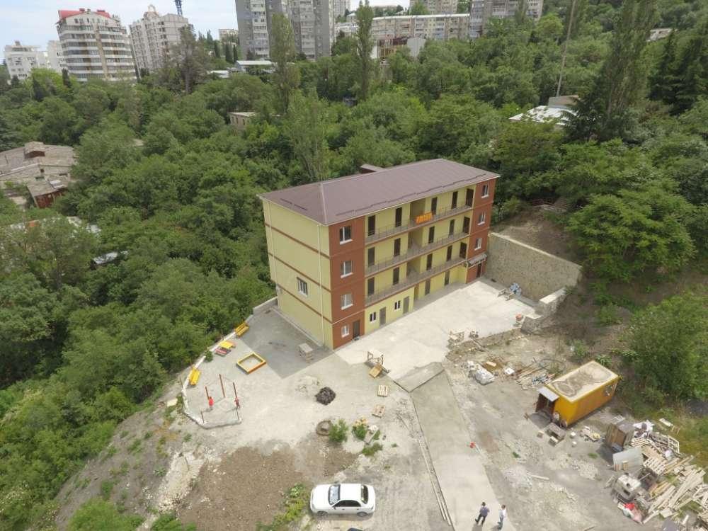Однокомнатная квартира в новостройке Ялты. 1