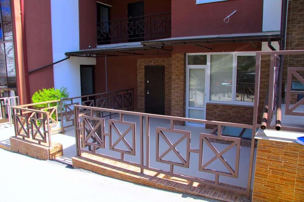 Квартира в Ливадии с двориком 11