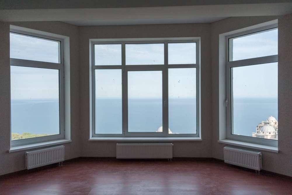 Большая двухкомнатная квартира в Ливадии 1