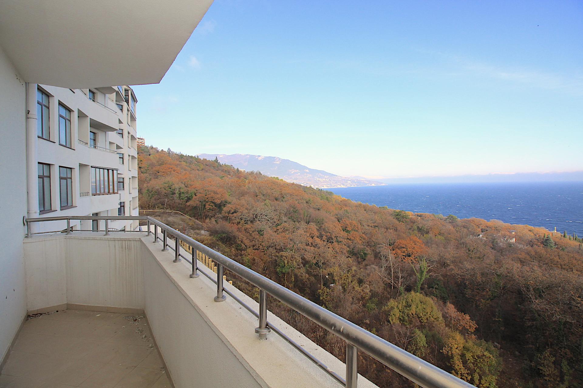 Видовая квартира с балконом в Ливадии 22