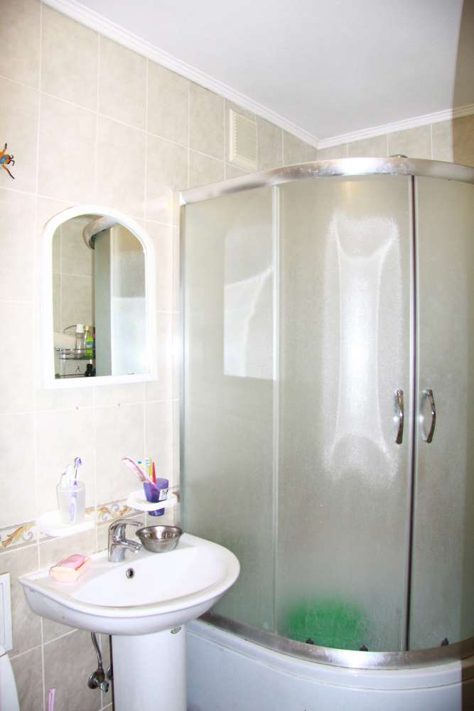 Уютная двухкомнатная квартира с хорошим ремонтом в Ялте 6