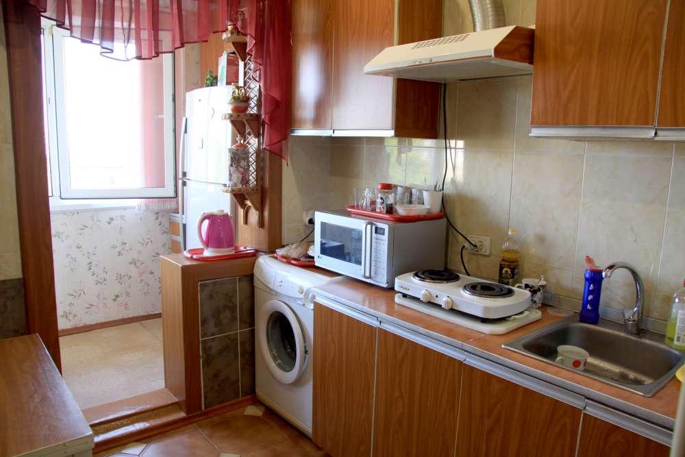 Видовая трехкомнатная квартира с ремонтом и мебелью в Алупке 1