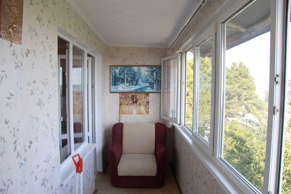 Видовая трехкомнатная квартира с ремонтом и мебелью в Алупке 3