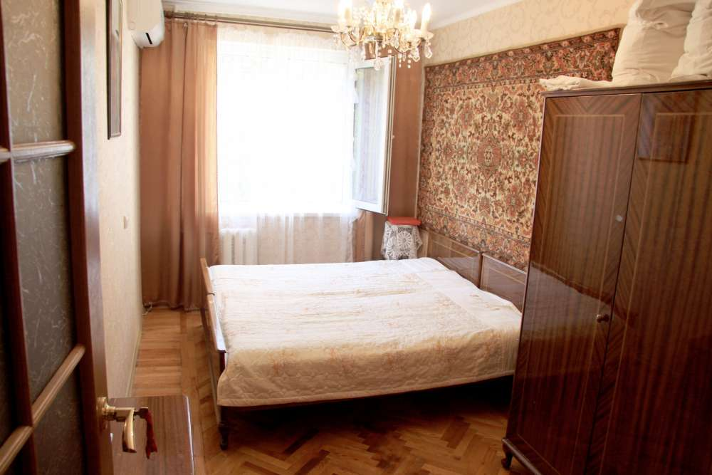 Видовая трехкомнатная квартира с ремонтом и мебелью в Алупке 14