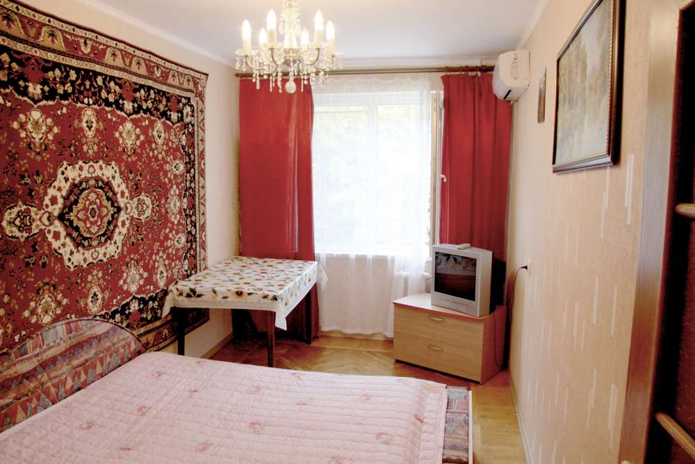 Видовая трехкомнатная квартира с ремонтом и мебелью в Алупке 16