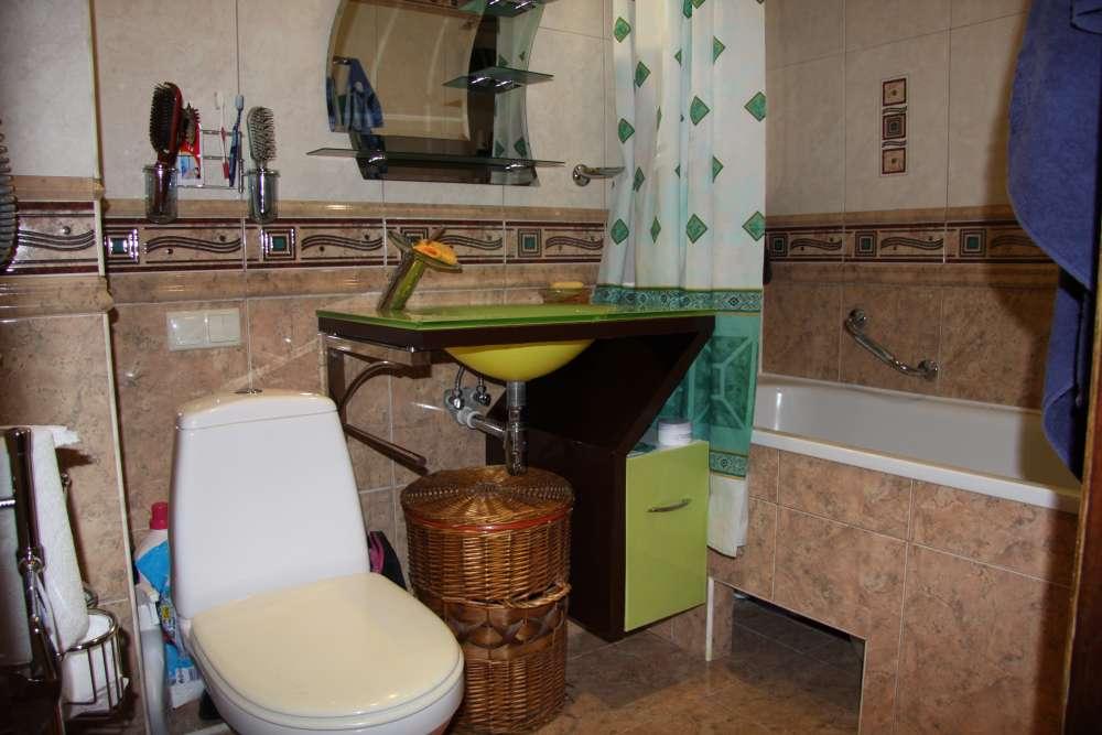 Просторная двухкомнатная квартира с хорошим ремонтом. 9