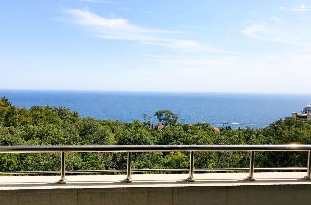 Недорогая трехкомнатная квартира с видом на море. 10