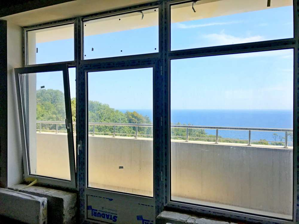 Недорогая трехкомнатная квартира с видом на море. 3