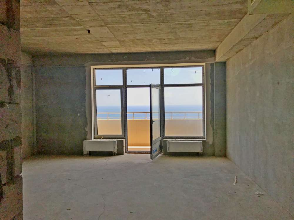 Недорогая трехкомнатная квартира с видом на море. 4