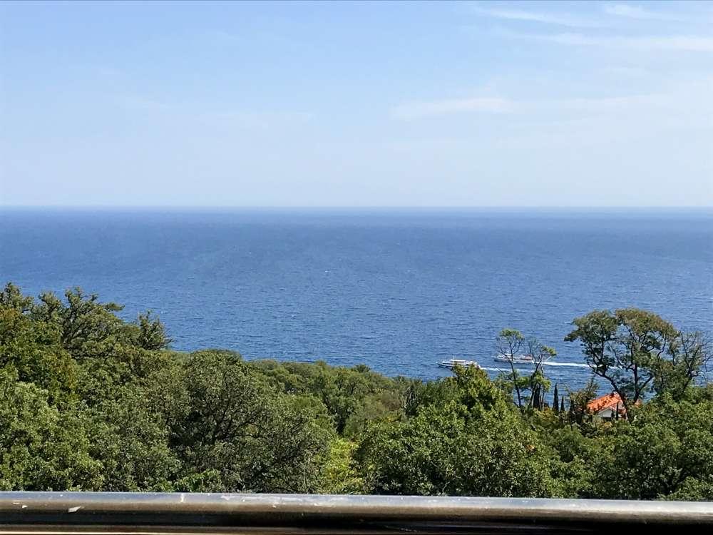 Недорогая трехкомнатная квартира с видом на море. 6