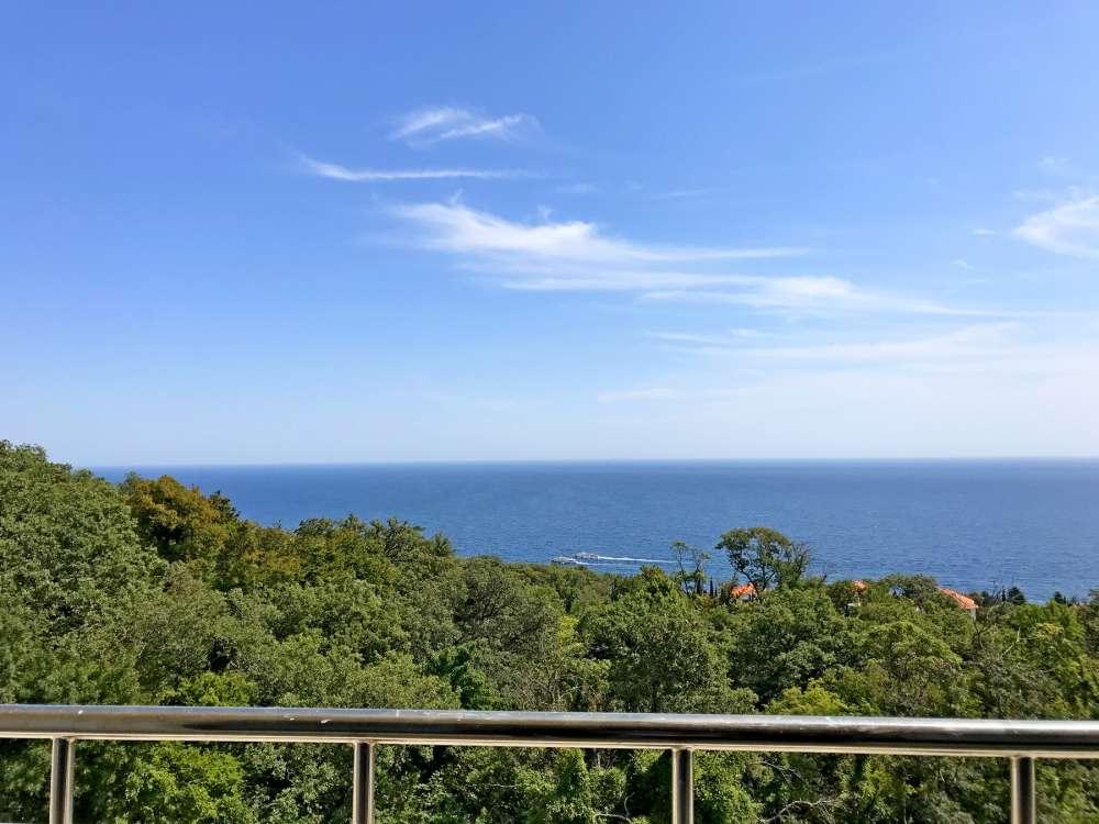 Недорогая трехкомнатная квартира с видом на море. 7