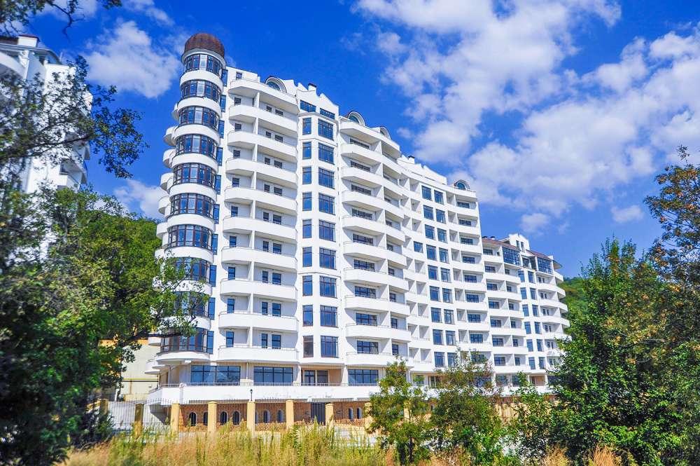 Недорогая трехкомнатная квартира с видом на море. 1