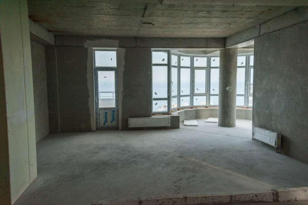 Просторная трехкомнатная квартира в тихом районе Ливадии 1