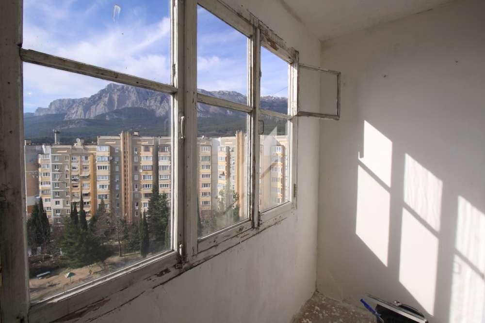 Видовая двухкомнатная квартира в Гаспре 1