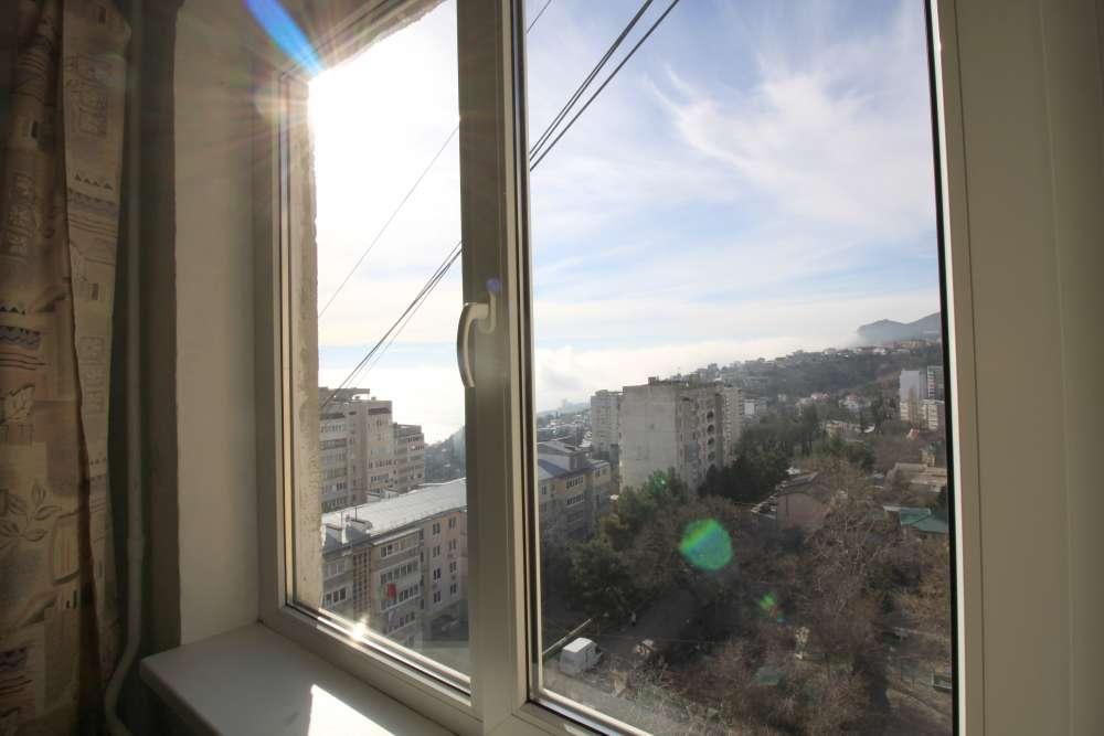 Видовая двухкомнатная квартира в Гаспре 10