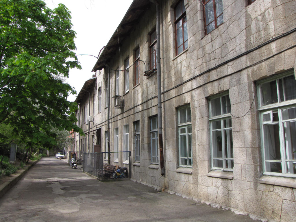 Недорогая квартира-студия в Ялте 2