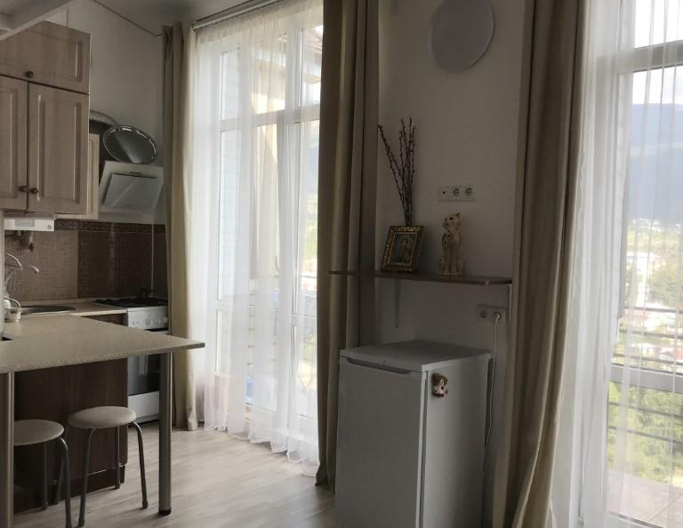 Уютная двухуровневая однокомнатная квартира в Ялте 2