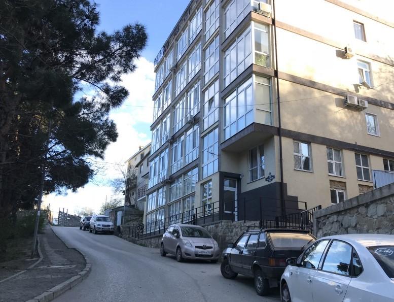Уютная двухуровневая однокомнатная квартира в Ялте 17