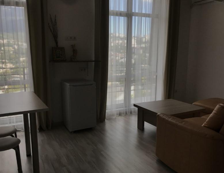 Уютная двухуровневая однокомнатная квартира в Ялте 3