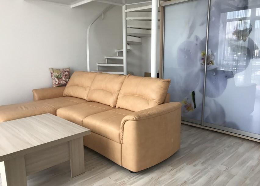 Уютная двухуровневая однокомнатная квартира в Ялте 1
