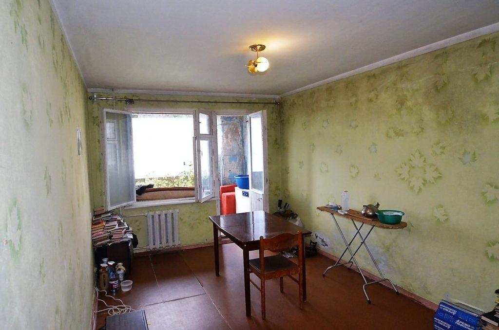 Видовая двухкомнатная квартира под ремонт в Ялте 4