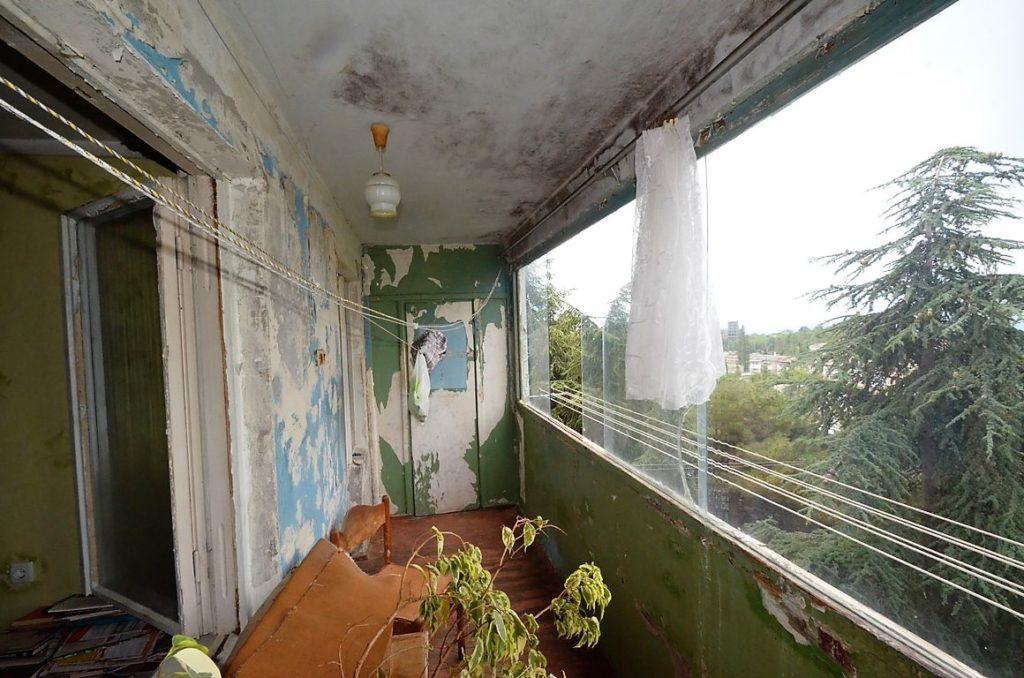 Видовая двухкомнатная квартира под ремонт в Ялте 11