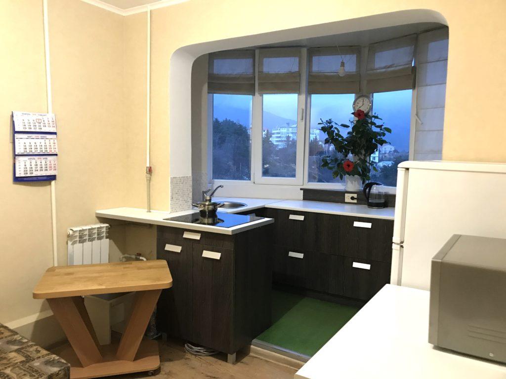 Однокомнатная квартира с ремонтом улучшенной планировки в Ялте 5