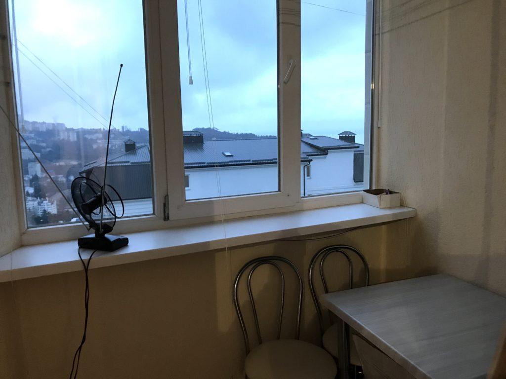 Однокомнатная квартира с ремонтом улучшенной планировки в Ялте 7