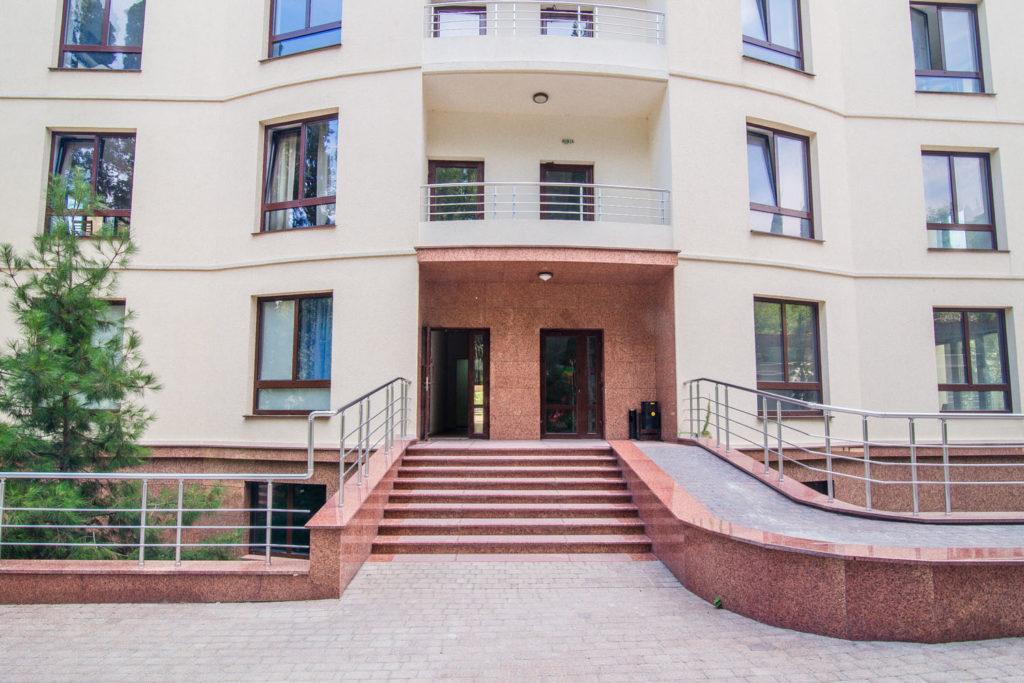 Квартира  в центре Ялты свободной планировки 1