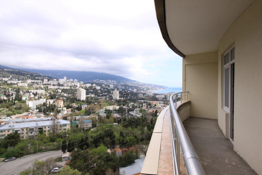 Двухкомнатная квартира с видом на море и просторным балконом в новом доме 12