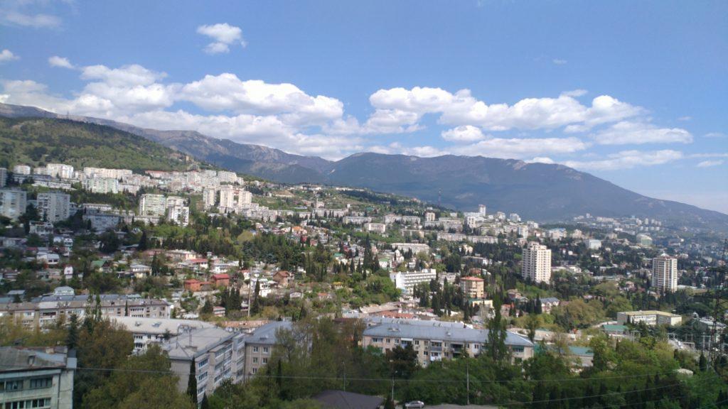 Двухкомнатная квартира с видом на горы в новом доме 9