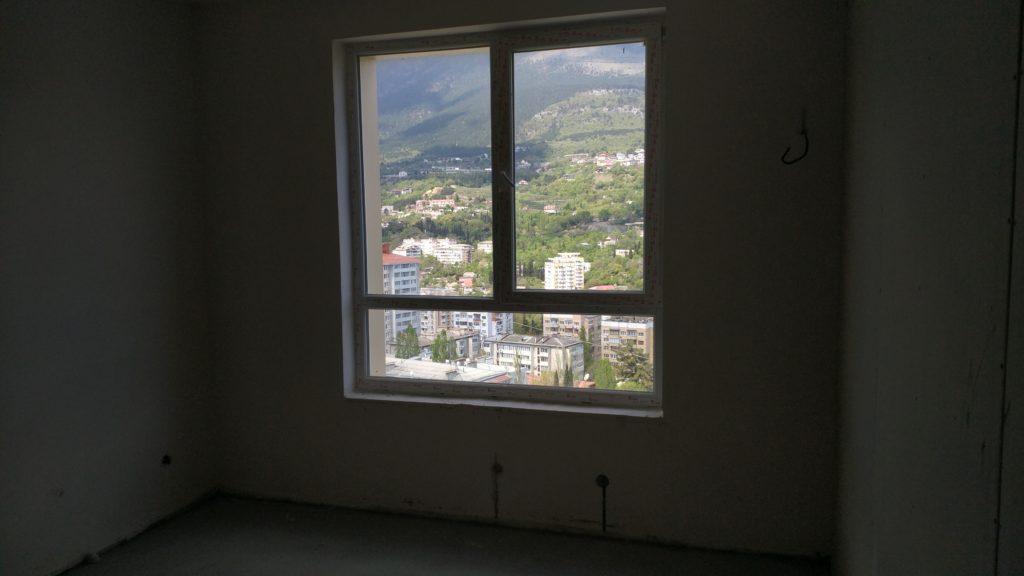 Светлая двухкомнатная квартира с видом на горы 12