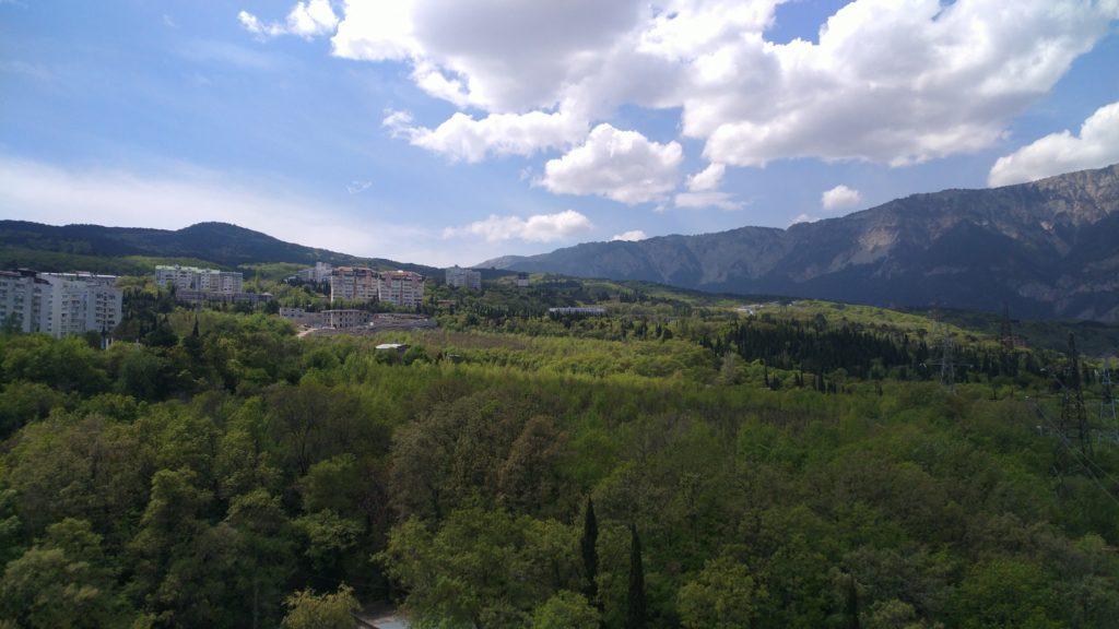 Светлая двухкомнатная квартира с видом на горы 13