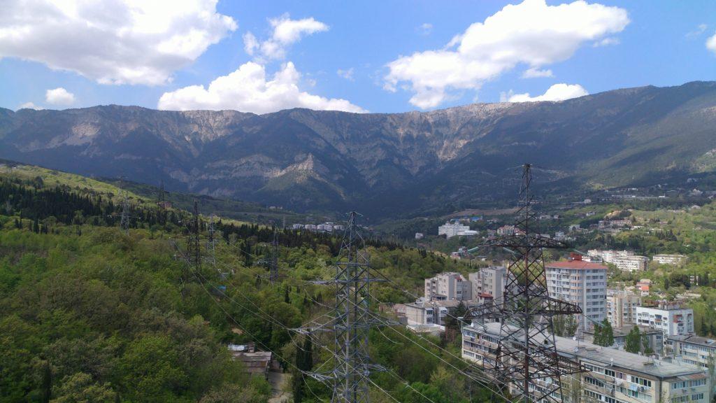 Светлая двухкомнатная квартира с видом на горы 14